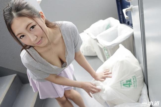 佐倉ねね 朝ゴミ出しする近所の遊び好き隣のノーブラ奥さん 2
