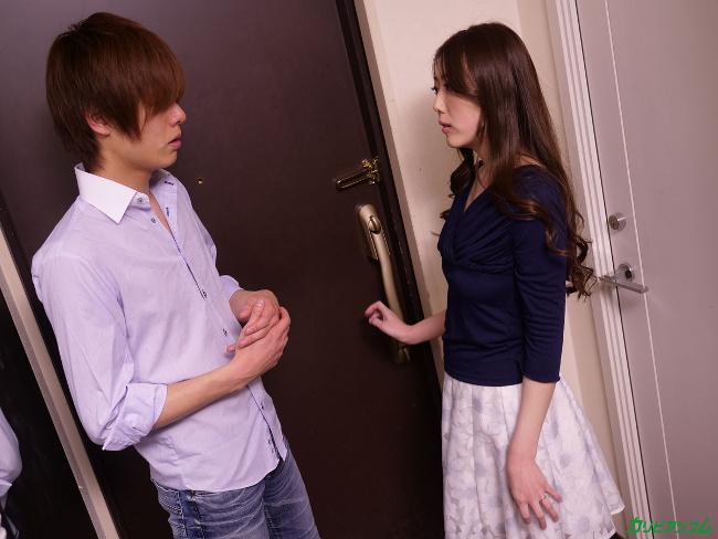 古瀬玲 マンコをさらして息子の同級生を誘惑する母2 8