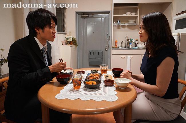 友田真希 唾液の糸が絡みあう大人の接吻性交 2