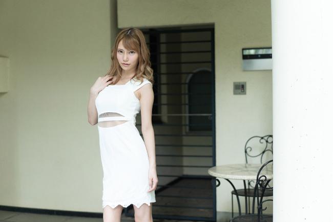 如月結衣 Debut Vol.54 超イキ体質のスレンダー巨乳美女と中出し 1