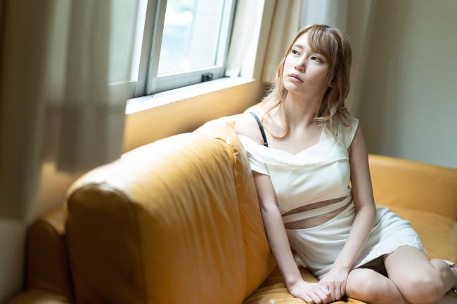 如月結衣 Debut Vol.54 超イキ体質のスレンダー巨乳美女と中出し 3