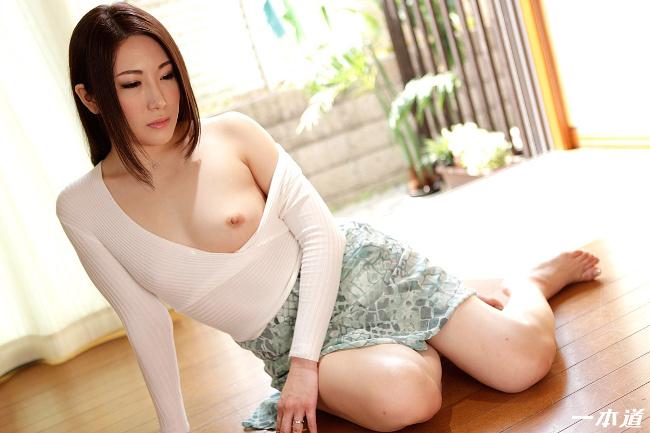 藤嶋直 まんチラ誘惑 友達のママは締り具合最高の美マンだった 10