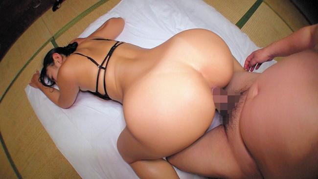 本真ゆり 乳首びんびんドスケベ介護士 でか乳輪ガチムチ猥褻ボディの淫乱痴女 9