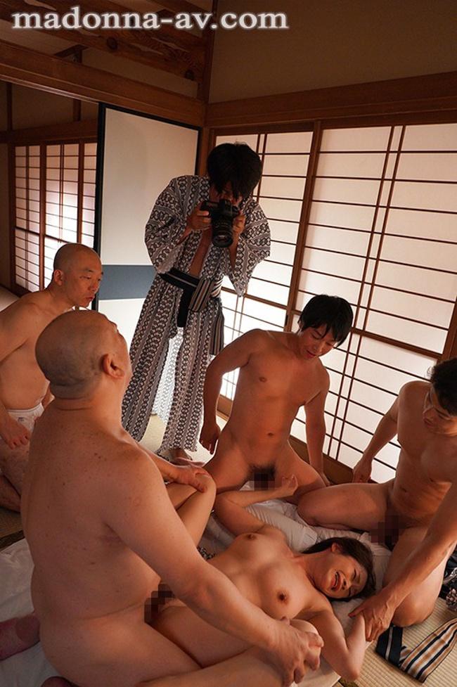中途の人妻社員が性奴●と化すまで、部署全員で輪●し続ける研修旅行。 友田真希 7