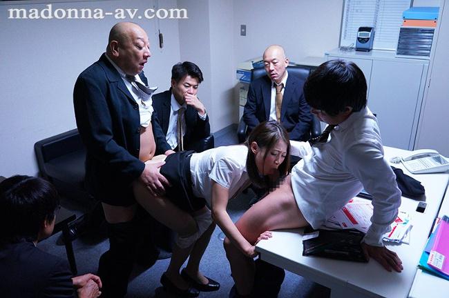 中途の人妻社員が性奴●と化すまで、部署全員で輪●し続ける研修旅行。 友田真希 10