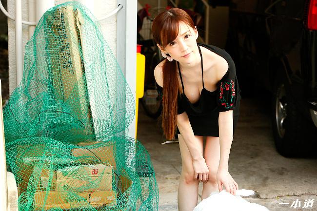 朝ゴミ出しする近所の遊び好きノーブラ奥さん すみれ美香 一本道 2