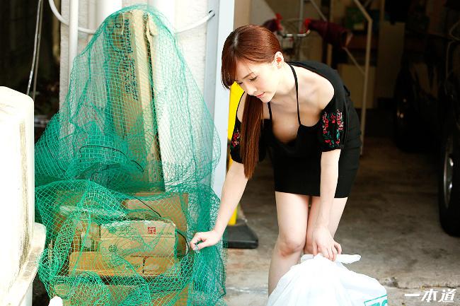朝ゴミ出しする近所の遊び好きノーブラ奥さん すみれ美香 一本道 3
