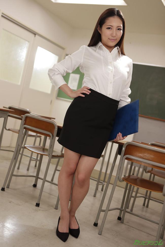 子宮が疼く女教師の強制ザーメン採取 佐倉ねね カリビアンコム 2
