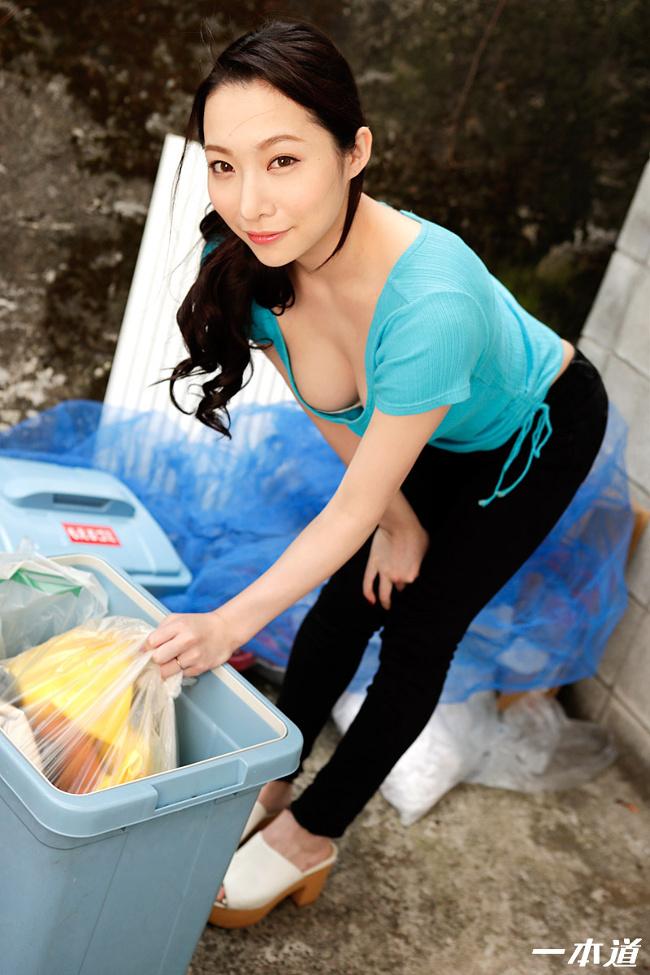 朝ゴミ出しする近所の遊び好きノーブラ奥さん 吉岡蓮美 一本道 2