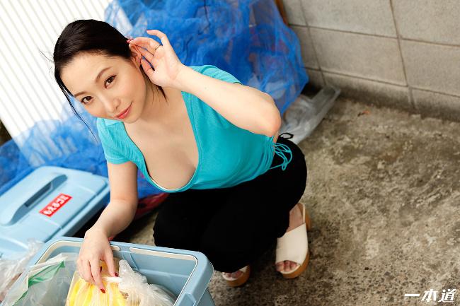 朝ゴミ出しする近所の遊び好きノーブラ奥さん 吉岡蓮美 一本道 3