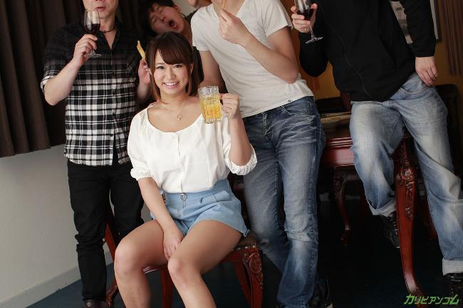 岡本理依奈 サークルの飲み会で乱交NTR 楽しく5Pで中出しポンポーン カリビアンコム 1