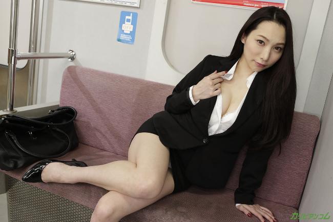 吉岡蓮美 痴漢電車 ~痴漢待ちの美人OL~ カリビアンコム 3