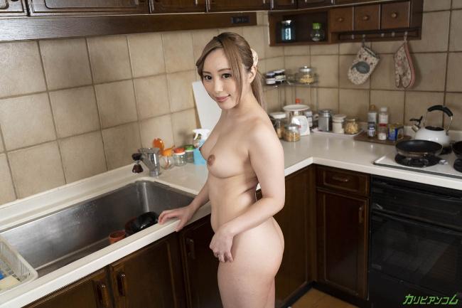 櫻木梨乃 裸で客人を迎え入れる無防備すぎる美人妻 カリビアンコム 1
