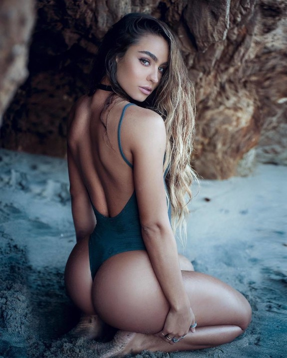 SOMMER RAY BUBBLE BUTTS AND SEXY FEET 12