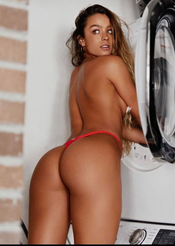 SOMMER RAY BUBBLE BUTTS AND SEXY FEET 17