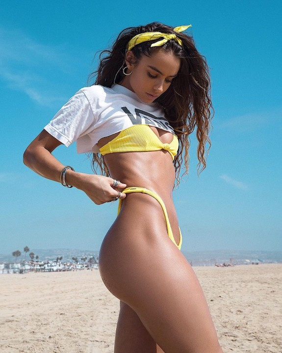 SOMMER RAY BUBBLE BUTTS AND SEXY FEET 23