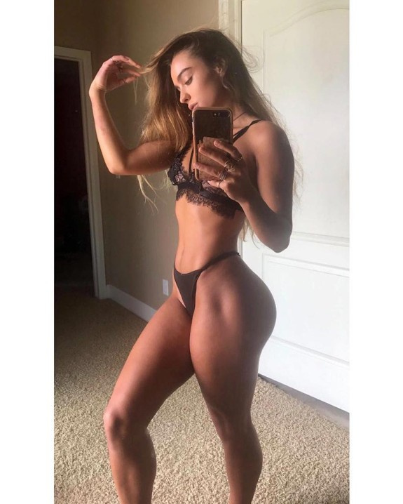 SOMMER RAY BUBBLE BUTTS AND SEXY FEET 27