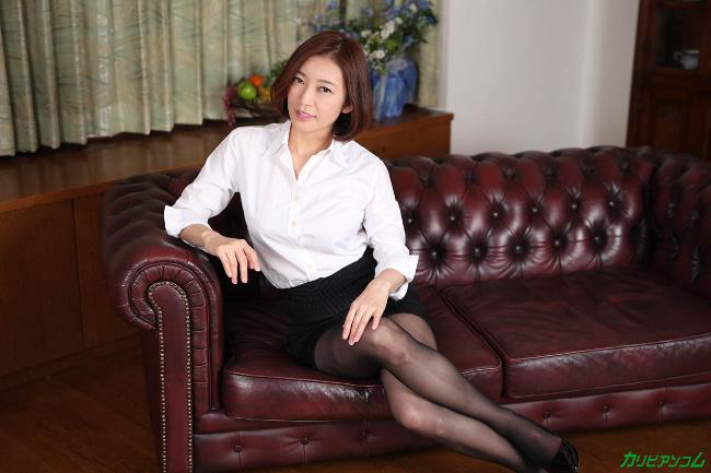 HITOMI 美熟女教師の本当に欲しいモノ カリビアンコム 4