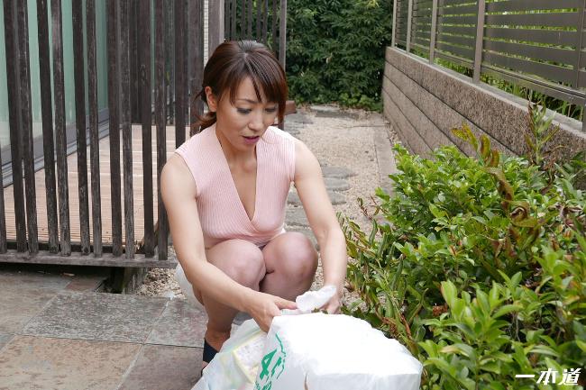 朝ゴミ出しする近所の遊び好きノーブラ奥さん 村上佳苗 一本道 6