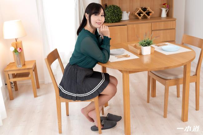 小川桃果 まんチラの誘惑 美味しそうな体をした友達のお母さん 一本道 1