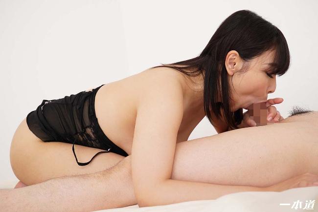 小川桃果 まんチラの誘惑 美味しそうな体をした友達のお母さん 一本道 20